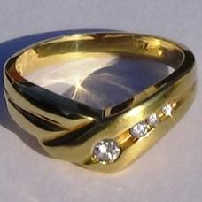 Chevron Diamond Ring in 18k Yellow Gold