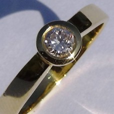 0.23 ctw Bezel Set Diamond Promise Ring in 18k Yellow Gold